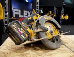 DeWalt Flexvolt circular saw