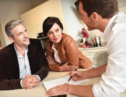 couple-negotiating-prices-with-remodeler