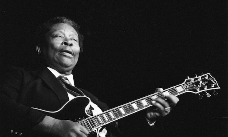 BB King plays the blues