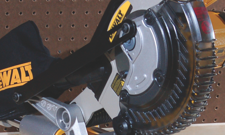 Tool review of the DeWalt 20V Max miter saw