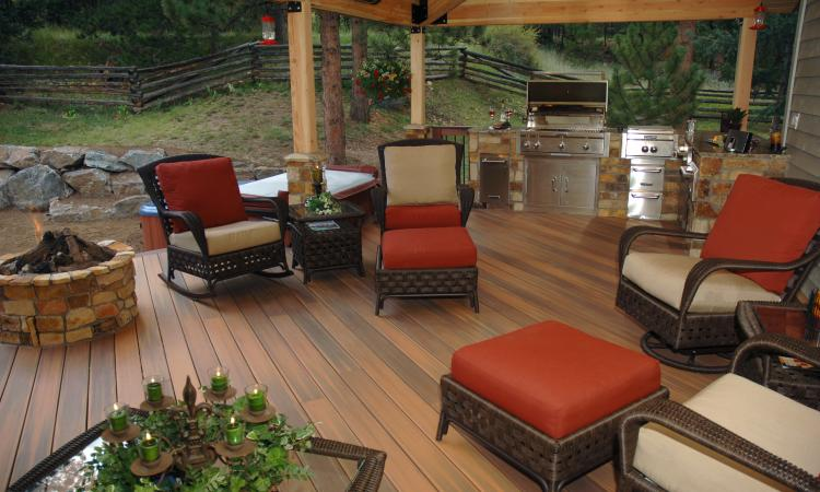 Color advances in composite decking gives homeowners a long-lasting, low-mainte