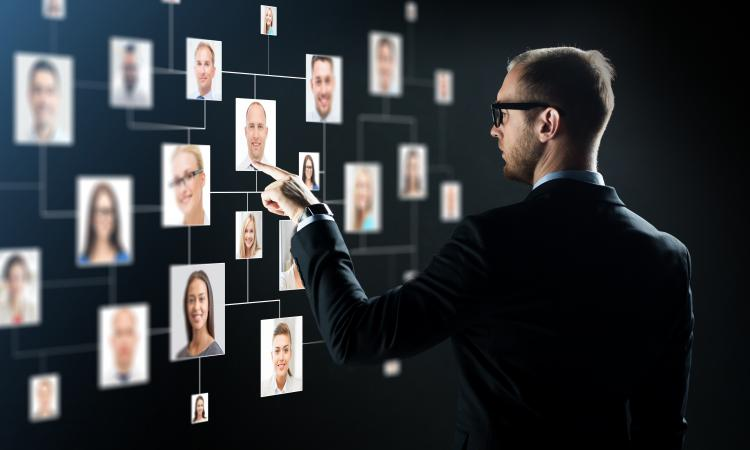 headhunter choosing a candidate
