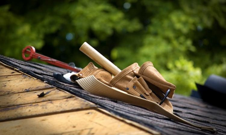 photo of carpenter toolbelt on a roof