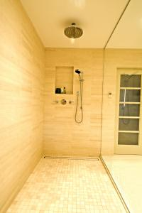 LUXE Linear Shower Drain-Tile Insert